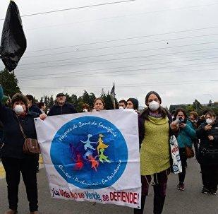 Mujeres de Zonas de Sacrificio en Resisitencia en la movilización por la situación medioambiental y de salud de la población de Puchuncaví y Quintero, Chile.