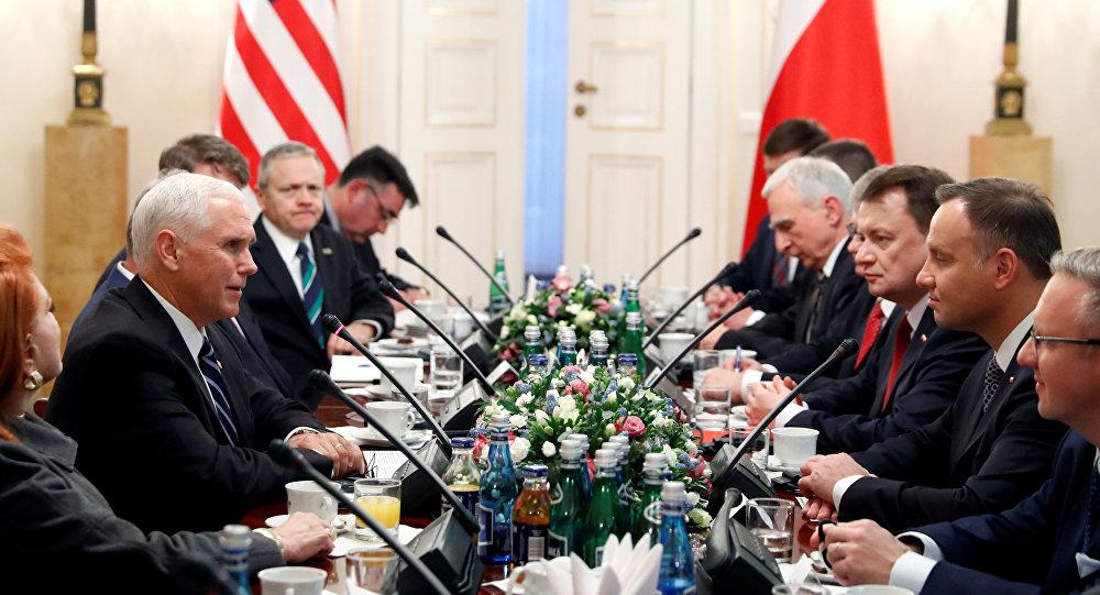 Delegaciones de EEUU y Polonia durante la conferencia sobre Oriente Próximo en Varsovia