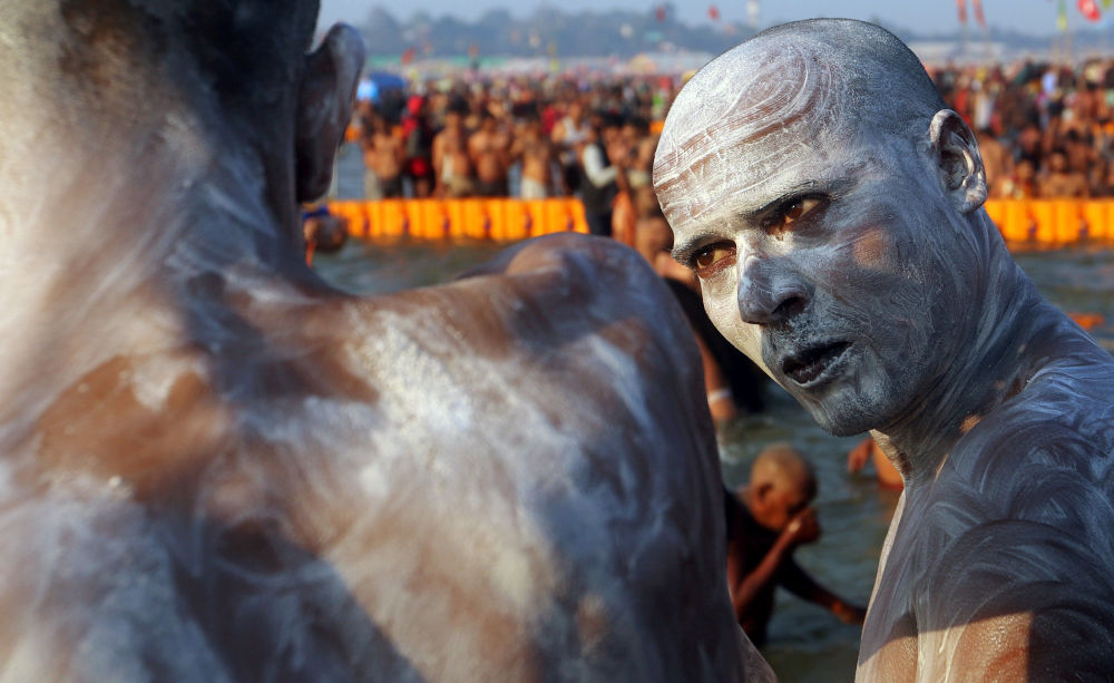 Un peregrino en el festival Kumbhamela en la India.