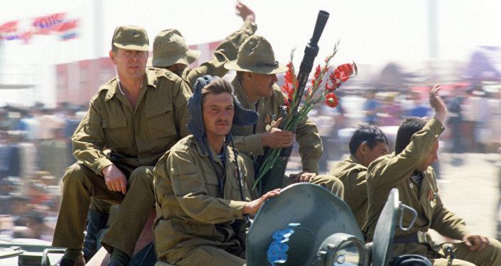 Los soldados soviéticos durante la retirada de Afganistán
