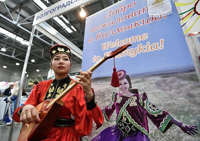 Una jóven calmuca, representante de una de las etnias de Rusia (imagen referencial)