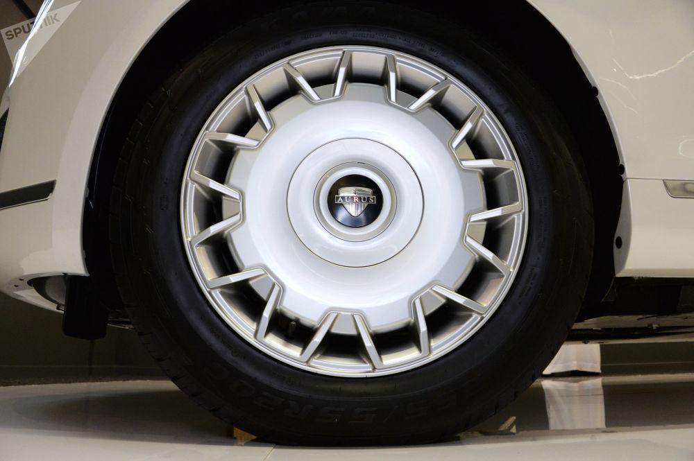 Made in Russia: la limusina de lujo Aurus 'sale de la sombra' en Abu Dabi