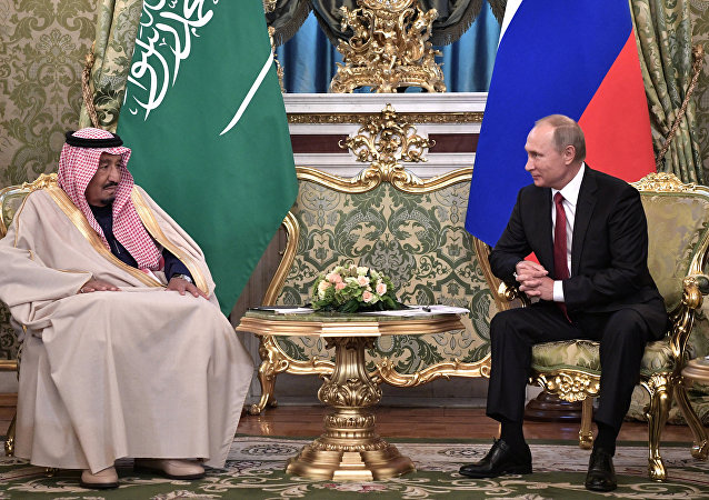 El rey de Arabia Saudí, Salmán bin Abdulaziz, y el presidente ruso, Vladímir Putin (archivo)