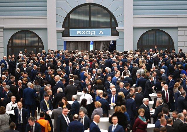 Invitados antes de empezar el mensaje anual de Vladímir Putin a la Asamblea Federal