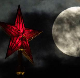 La superluna en Moscú