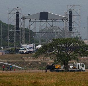 Preparación del concierto Venezuela Live Aid en el puente de Tienditas (Cúcuta, nordeste de Colombia)