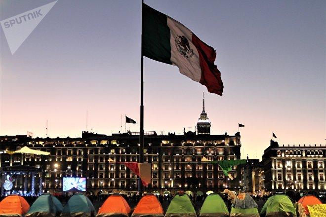 Ciudad de México. Plantón de artesanos indígenas que luchan por un espacio para trabajar en el centro de la capital.