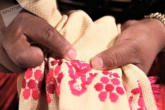 Ciudad de México. Piezas fabricadas por mujeres triqui en la capital, que exigen un lugar para trabajar tranquilas en el centro histórico.