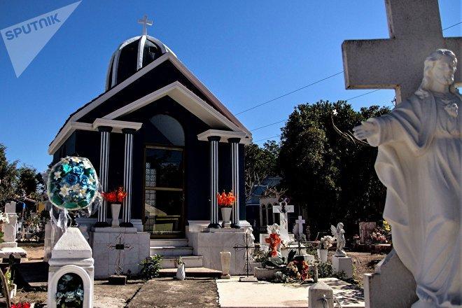 Culiacán, Sinaloa. Una de las pequeñas tumbas de Jardines del Humaya.