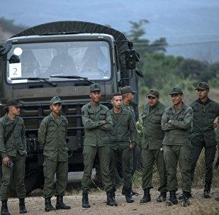 Militares venezolanos en la frontera con Colombia