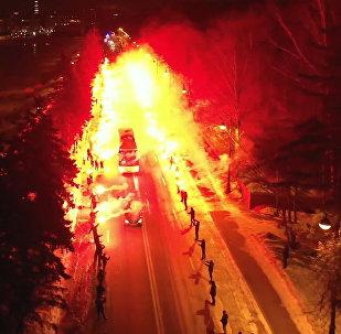 Los hinchas del Zenit sorprenden a los futbolistas con una ardiente bienvenida