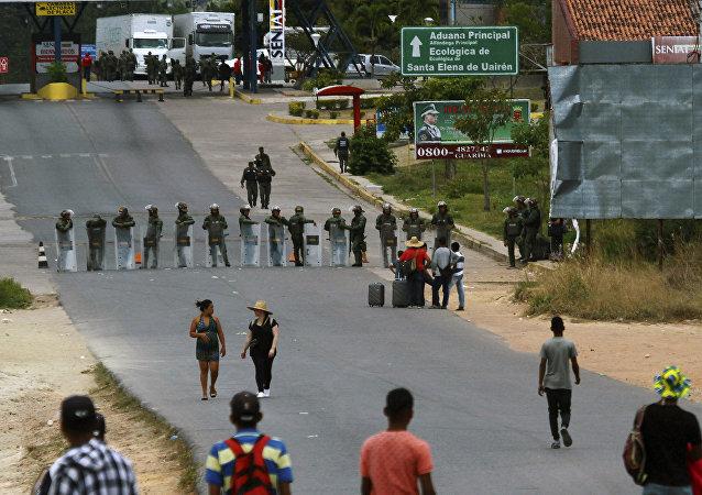 Militares bloquean la frontera entre Venezuela y Brasil en Pacaraima