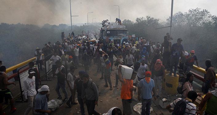 Un camion con ayuda humanitaria para Venezuela