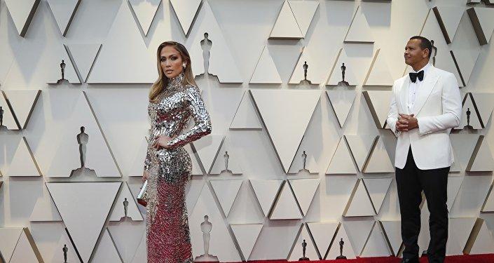 Jennifer Lopez en la alfombra roja de los Oscar