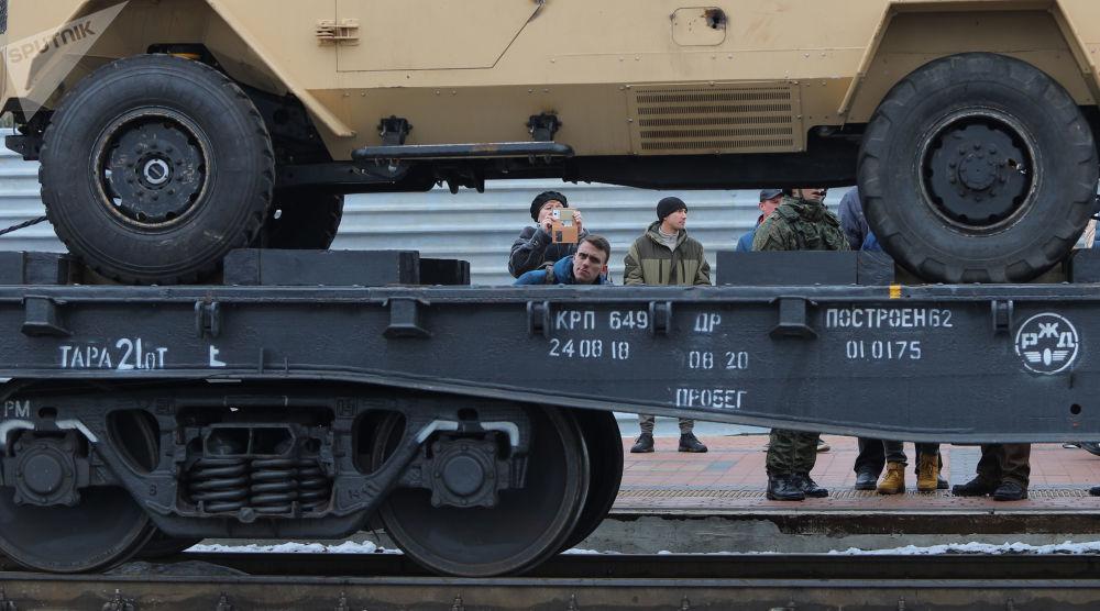 Un tren con trofeos incautados a los terroristas en Siria inicia su viaje por Rusia