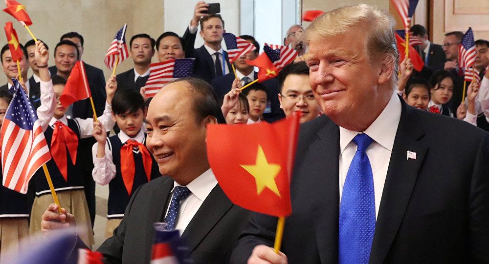 Primer ministro de Vietnam, Nguyen Xuan Phuc, y el presidente de EEUU, Donald Trump