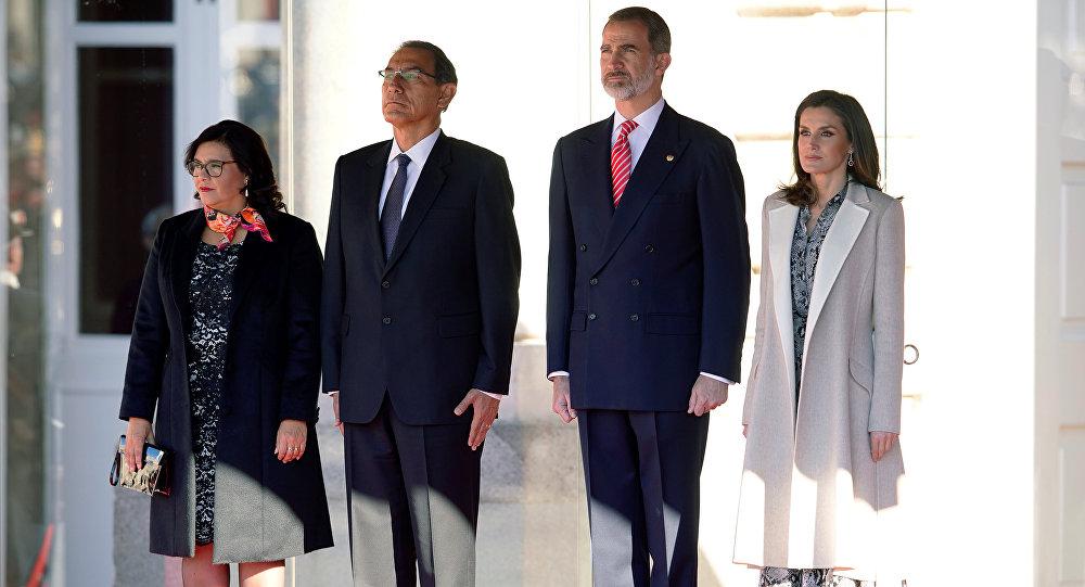 Los reyes de España reciben al presidente de Perú, Martín Alberto Vizcarra, y su esposa