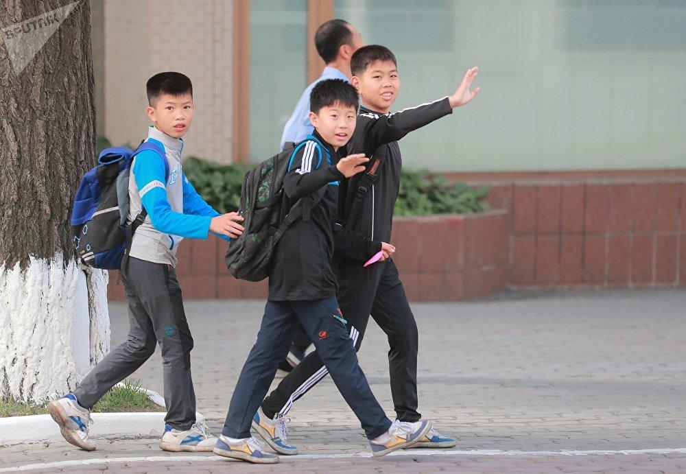 Adolescentes norcoreanos