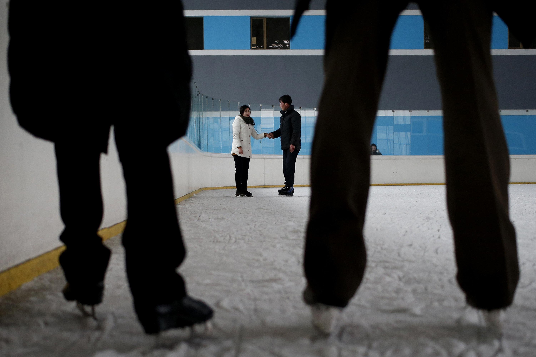 Una pista de patinaje sobre hielo en Pyongyang