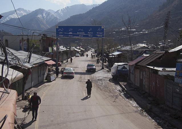 La ciudad de Chakoti en la Linea de Control en Cachemira, en la frontera entre la India y Pakistán