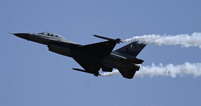 Un caza paquistaní F-16