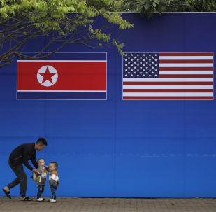 Las banderas de Corea del Norte y EEUU