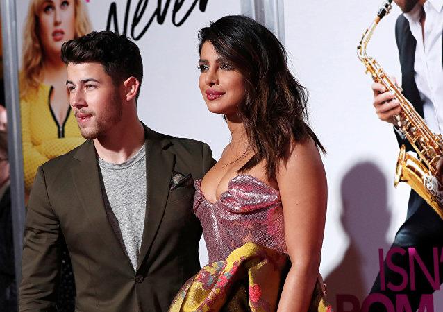 La actriz Priyanka Chopra y su marido Nick Jonas