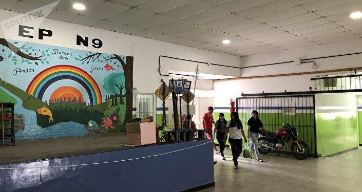 Escuela Primaria Número 9 'San Miguel Arcángel' de Los Polvorines, una ciudad ubicada a más de 30 km de la capital argentina