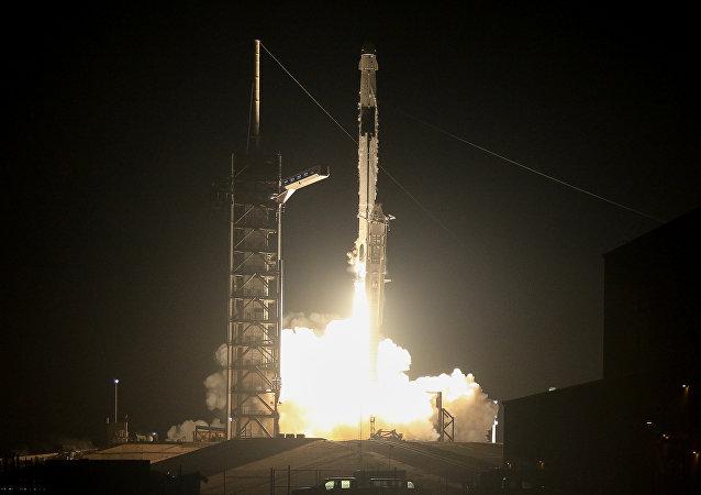 Lanzamiento de la nave espacial Crew Dragon