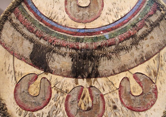 Chimalli expuesto en el Museo Nacional de Historia de México. Escudo utilizado para ceremonias de la cultura mexica durante el post clásico tardío.