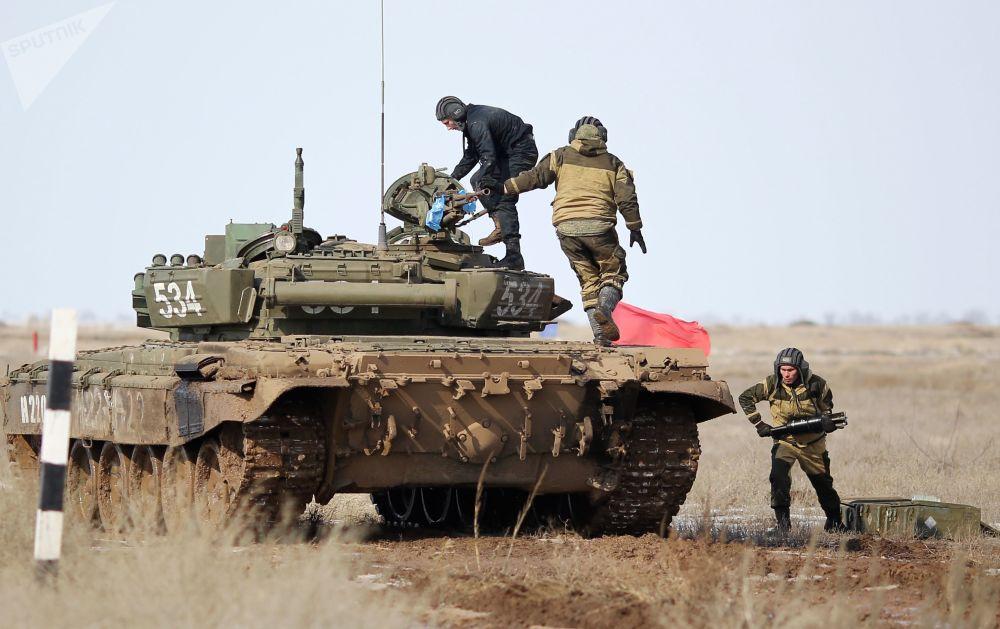 Biatlón de tanques en la región rusa de Volgogrado