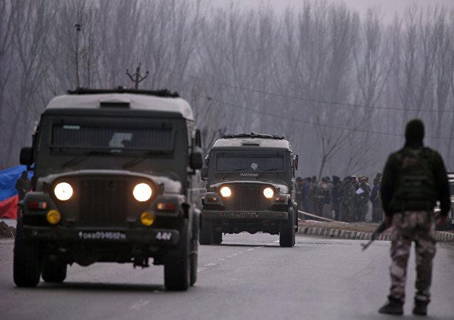 Lugar del ataque a un convoy policial en Pulwama, la India