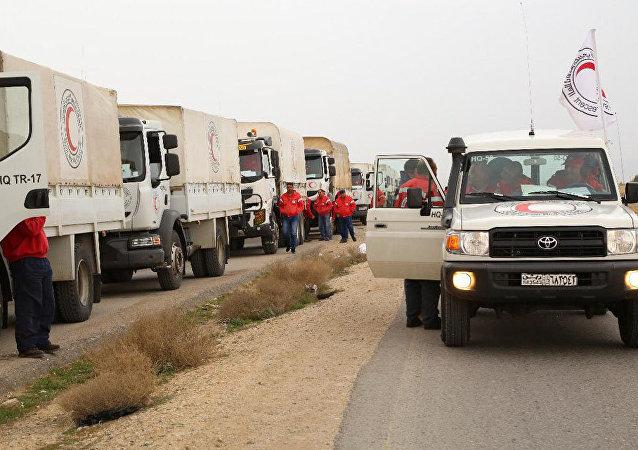 Un convoy humanitario en el campamento Rukban