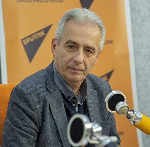 Milovan Drecun da una entrevista a Sputnik