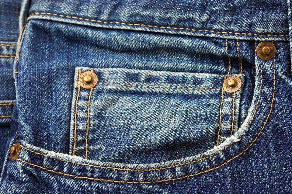 Remaches del pantalón de jean