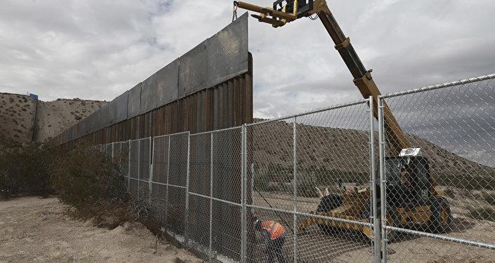 La construcción de una valla a lo largo de frontera de EEUU con México
