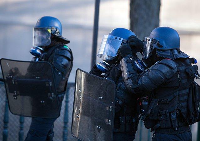 Policía durante las protestas de los 'chalecos amarillos' en Francia