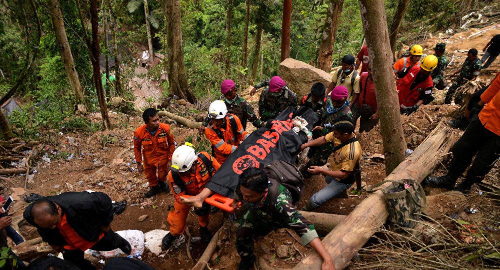 El rescate tras el deslave en una mina de Célebes, Indonesia
