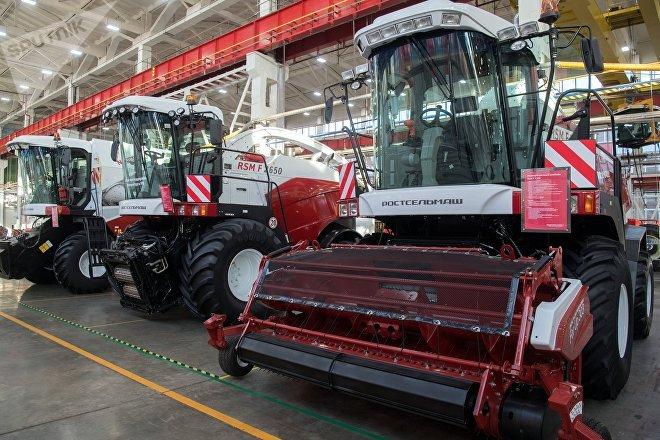 Máquinas agrícolas fabricadas por Rostselmash, una de las firmas que se propone expandirse en Argentina