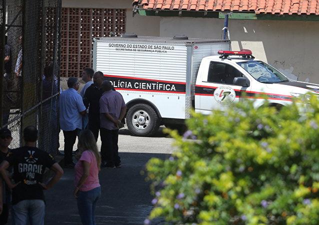 Policía cerca de la escuela en Suzano tras el tiroteo