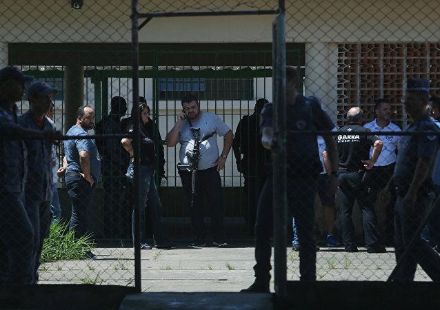 Policía en la escuela en Suzano tras el tiroteo