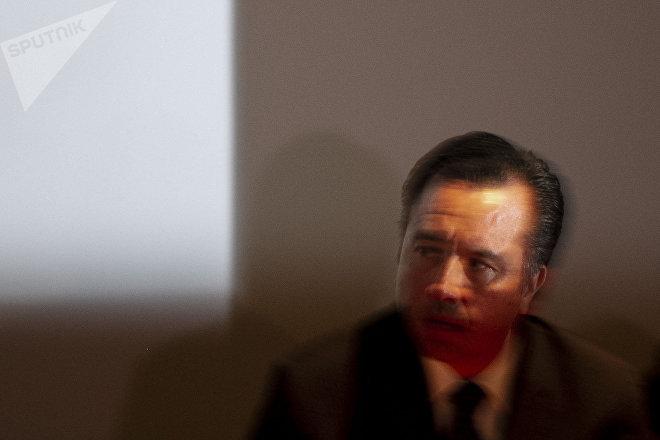 Cuitláhuac García, gobernador de Veracruz, durante la disculpa pública por la desaparición forzada de cinco jóvenes en Tierra Blanca, Veracruz, en 2016.