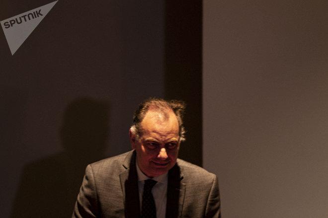 Jaime Rochín, titular de la Comisión Ejecutiva de Atención a Víctimas, durante la disculpa pública por la desaparición forzada de cinco jóvenes en Tierra Blanca, Veracruz, en 2016.