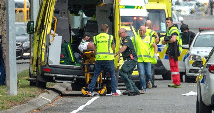 La ambulancia en el lugar del tiroteo en una mezquita de Nueva Zelanda