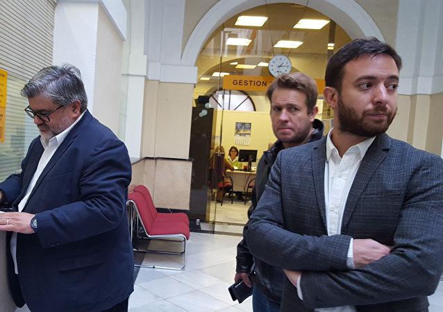 Los escritores argentinos Nicolás Márquez (al centro) y Agustín Laje (a la izquierda) en una visita a España