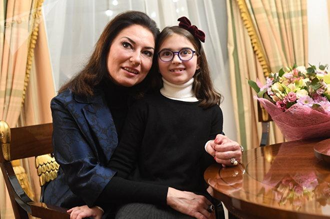 Montserrat Martí y su hija, Daniela, en Moscú