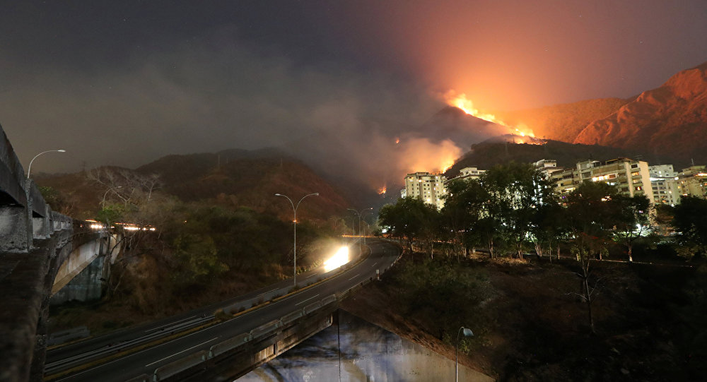 El incendio en la montaña Waraira Repano en Caracas, Venezuela