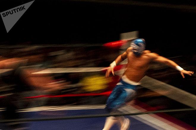 Ciudad de México. Soberano lucha durante la semifinal en la función retro de la Arena Coliseo en marzo de 2019.