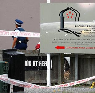 Un policía en el lugar del ataque a las mezquitas en Christchurch, Nueva Zelanda