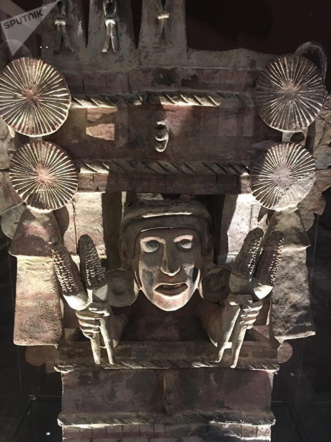 La diosa Chicomecóatl, representada con mazorcas